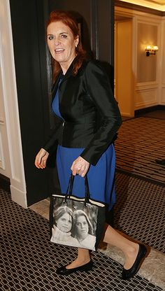 Sarah, Duchess of York totes handbag with her daughters Beatrice and Eugenie