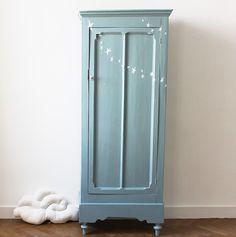 Image of Petite armoire parisienne guirlande d'étoiles Baby Bedroom, Kids Bedroom, Funky Furniture, Painted Furniture, Armoire Buffet, Diy Rangement, Kids Decor, Home Decor, Bedroom Vintage