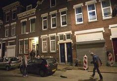 23-Nov-2013 9:22 - 'DODE VROUW ROTTERDAM HEEFT DOCHTER'. De vrouw die al tien jaar lang onopgemerkt dood in haar woning in Rotterdam lag, zou een dochter hebben. De 68-jarige dochter heeft zich gisteren bij de politie gemeld en doet vandaag haar verhaal in het AD.