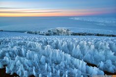 Glacier fields at the top of Mt. Kilimanjaro [OC] - via Classy Bro Kilimanjaro, Photo Reference, Landscape Photographers, Landscape Photos, Natural World, Nature Photos, Life Is Beautiful, Beautiful Landscapes, Trekking