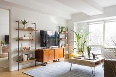 65 Ideas Apartment Living Room Tv Stand Credenzas For 2019 Living Room Shelves, Living Room Tv, Living Room Remodel, Apartment Living, Home And Living, Living Room Furniture, Small Living, Green Apartment, Minimalist Bookshelves