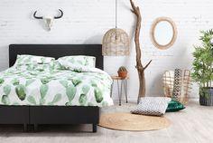 Fijn, zo'n lekker lichte en natuurlijke slaapkamer! Bij Kwantum shop je ook je slaapkameritems voor de laagste prijs! #kwantumbelgie #slaapkamer #slapen #bed #vloerkleed #vloer #botanisch #wonen