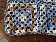 Ander dekentje, nu met blauw aan elkaar, patroon van garnstudio