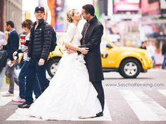 Love Zach Braff!!!!  Zach Braff Photobombs Newlyweds in Times Square: See the Cheeky Pic