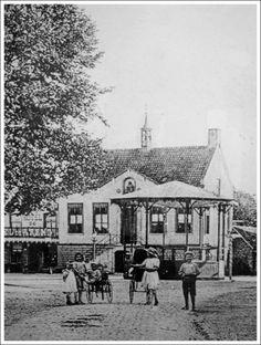 oud gemeentehuis Asten ,waar in het torentje de brand klok zat , uit 1802  deze klok hangt nu heden ten dage in het gemeente huis