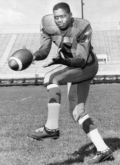 Ernie Pitts Winnipeg Blue Bombers 1959 Winnipeg Blue Bombers, Canadian Football League, Football Icon, Vintage Football, Photo Hosting, More Photos, Legends, Nfl, The Past