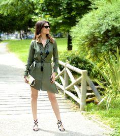 #robechemise #shirtdress #dress #khaki #jildhostun #necklace #sautoir #jewelry #jewellery #chic #stylish #stylist #fashionista #robe #boohoo.com @boohooofficial #ootd #outfit #lookoftheday #jimmychoo #heels #shoes #sandales @jimmychooworld