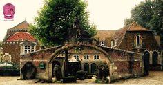 In Limburg, tussen Hasselt en Genk, pronkt in Bokrijk het exclusieve 'Queen of the South'. Queen of the South stond bekend als een beto. Queen Of The South, Campaign, Wine, Boutique, Mansions, Medium, House Styles, Manor Houses, Villas