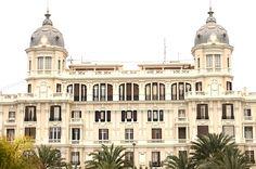 Casa Carbonell. Alicante.   Edificio señorial construido en 1924 sobre el antiguo mercado de abastos.