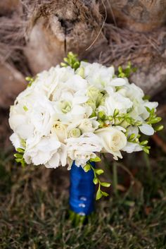 Mixed white flowers wedding bouquet for a wedding in Crete created by MOMENTS weddings & events