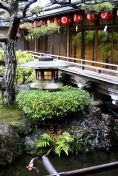 Kamishichiken Kaburenjo Garden Kyoto in the spring one day. Garden News, Japan Garden, Japanese House, Japanese Gardens, Zen Gardens, Photos Voyages, Japanese Architecture, Kyoto Japan, Ikebana