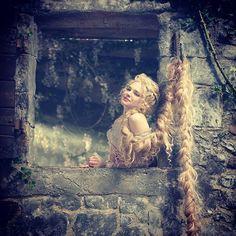 Photo by Instagram/@mackenziemauzy/MacKenzie Mauzy 美しいブロンドヘアの美貌はまさにラプンツェルそのもの。ブロードウェイ仕込みの表現力が高く評価されている彼女のInstagramは自然体な魅力が満載!