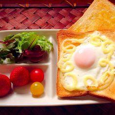 レシピとお料理がひらめくSnapDish - 52件のもぐもぐ - Fried egg toast目玉焼きトースト by Ami