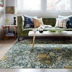 A graphic floral pattern inspired by the Arts and Craft movement, these romantic and natural forms evoke colors found in meadows.  The raised loops frame out the organic forms to give it added depth and dimension. Dining room rug