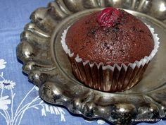Muffin-cupcake-briose-ciocolata-visine (6) Jacque Pepin, Cacao Beans, Cheesecake Cupcakes, Cake Videos, Dessert Bars, Mini Cakes, My Recipes, Goodies, Food And Drink