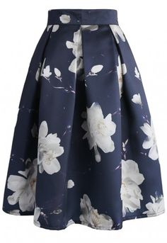 Need a look that's fabulous from day to jasmine night? This is it. Slip into this printed midi skirt with its enlarged white jasmine flowers and bold pleats.  - Floral print all over - Subtle pleats from waist - Lined - Back zip closure - 100% Polyester - Machine washable   Size(cm) Length Waist XS      65     66 S       65     70 M       65     74 L       65     78 Size(inch)Length Waist XS      25.5   26 S       25.5   27.5 M