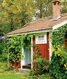 Little swedish cottage Swedish Cottage, Red Cottage, Cozy Cottage, Cottage Style, Small Cottages, Cabins And Cottages, Scandinavian Cabin, Cabana, Sweden House