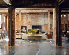 Renovated Loft With Modern Industrial Interior Design Industrial Interior Design, Industrial House, Industrial Interiors, Modern Industrial, Brick Interior, Industrial Apartment, Vintage Industrial, Industrial Office, Interior Walls