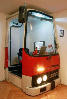 Small Home Office Design with Room Divider Recycling Old Bus Cabin. Unique small home office design blends the nostalgic mood, great love for old vehicles and creativity Bureau Design, Home Office Design, House Design, Design Room, Interior Design, Office Designs, Cabin Design, Car Furniture, Furniture Plans