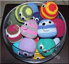 2000 Free Amigurumi Patterns: Little friendly balls
