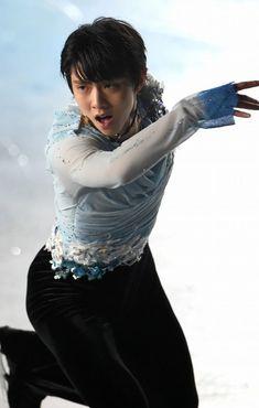 演技を披露する羽生結弦=大阪・東和薬品RACTABドームで2016年1月16日、久保玲撮影