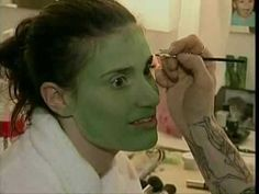 Idina Menzel becoming the green witch Elphaba - YouTube