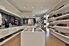 luxury walk in closet ideas to make bedroom interior more organized – Muah Club Walk In Closet Design, Bedroom Closet Design, Master Bedroom Closet, Closet Designs, Dream Closets, Dream Rooms, Dream Home Design, House Design, Beautiful Closets