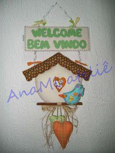 Enfeite para porta bem vindos com casinha e passarinhos em feltro e tecido costurados à mão. R$ 62,00