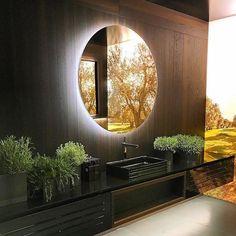Banheiro super requintado que teve como destaque o uso de um painel Fotógrafico retroiluminado. Achei a ideia fantástica.