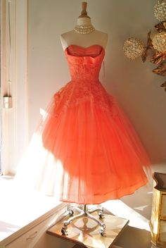 1950s Prom Dress // Vintage 1950s Coral Cupcake Tulle and Lace Strapless Dress Size S.