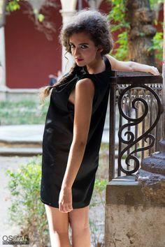 Modelo Puwï #etsy #black #coat #red #dress #negro #abrigo #rojo #vestido #diseño #design #mujer #zurh #fashion #moda #woman