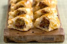 Looking for sausage roll recipes, party food recipes, pastry recipes or party buffet recipes? Honey and mustard is a great way to spice up sausage rolls. Lunch Recipes, Breakfast Recipes, Home Made Sausage, Best Sausage, Low Calorie Snacks, Sausage Rolls, Pastry Recipes, Honey Mustard, Rolls Recipe