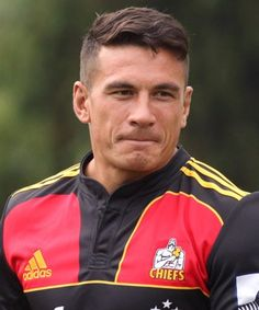 Sonny Bill Williams gets a new haircut. Panties drop all over New Zealand. Rugby 7's, Nz All Blacks, Sonny Bill Williams, Julian Wilson, My New Haircut, Super Rugby, Australian Men, Handsome Faces, Handsome Guys