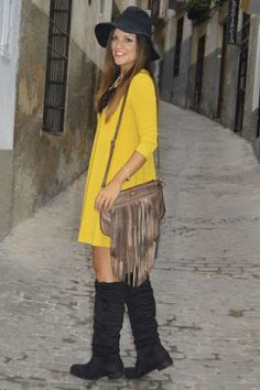 """""""Las Cosas de Cynthia: Los sombreros son de septiembre"""". Post de Lilith París en su blog donde nos muestra un look que incluye un bolso de flecos Mambo."""