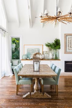 Tropical Seaside Retreat - This dining room has a relaxed and laid back feel but still nice enough for formal company.