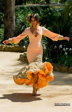 Naranja Dance Dresses, Summer Dresses, Flamenco Dresses, Flamingo Dress, Spanish Dress, Flamenco Dancers, Photoshoot Makeup, Spanish Fashion, Most Beautiful Dresses