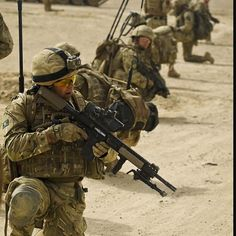 British soldiers on patrol in the Yakhchal area of Helmand province Afghanistan #yakhchal #helmand #afghanistan #britisharmy #britisharmypatrol Partners: @deutscher.patriot @patriotic.unitedkingdom @british_army_things @war.deutschland @canadian.rcaf150 @mr.military18 @deutschlandmilitary @world_of_defence @combat.germany @british_armed_forces_things