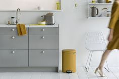 Stand out with our new Mineral Mustard Yellow pedal bin - a true style icon.