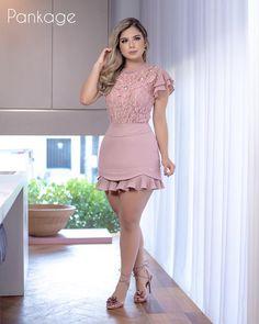 A imagem pode conter: 1 pessoa, área interna - Salvabrani Sexy Outfits, Sexy Dresses, Cute Dresses, Short Dresses, Fashion Dresses, Cute Outfits, Prom Dresses, Summer Outfits, Sexy Skirt