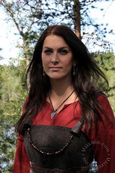 Viking woman - Viking age reenactment from Valkyrja.com