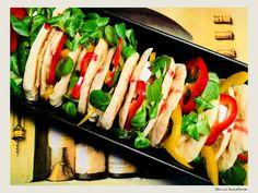 Sandwich cu branza brie, smochine si sos de rodii