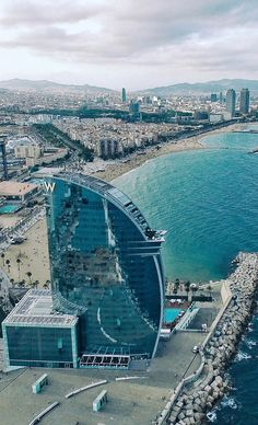 Read our complete guide and book the best Barcelona Pass that suits your needs. Save time & money, and enjoy Barcelona . Barcelona Beach, Barcelona City, Barcelona Hotels, Barcelona Travel, Bali, Places To Travel, Places To See, Barcelona Architecture, Madrid