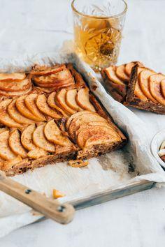 Appelplaatcake Cake Recipe Less Sugar, Breakfast Dessert, Best Breakfast, Apple Cinnamon Cake, Apple Cake, Peanut Butter Banana Bread, Healthy Cake Recipes, Piece Of Cakes, No Bake Cake