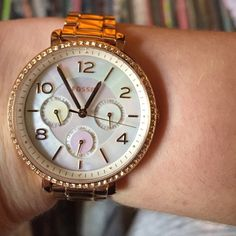 Rose gold, Fossil watch, with links! Rose gold, Fossil watch. Looks brand new, only worn a few times. Has the date, day of the week & the 24 hour time! Fossil Jewelry