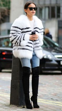 Street style look com faux fur coat + over the knee.