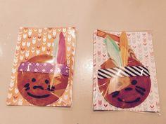 Gezonde traktatie - eierkoek indiaantje eierkoek, gezichtje met gesmolten chocolade en spuitzakje, veertjes/papier en lint van de Action