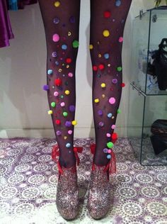 pom pom tights for Halloween Dyi Couture, Karneval Diy, She's A Rainbow, Rainbow Photo, Hallowen Costume, Clown Costume Diy, Ladies Halloween Costumes, Crazy Costumes, Halloween Clown