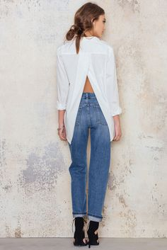 Disarm Shirt Office Fashion Women, Womens Fashion For Work, White Shirts, White Jeans, Altering Clothes, Black N White, Everyday Look, Casual Wear, Dresses For Work