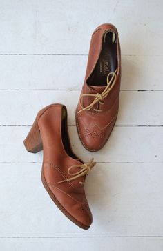Vintage 1970s russet brown leather oxfords with wingtip detail at the toebox and…