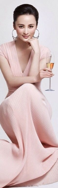 Luxury and Glamour. Elegance is the only beauty that never fades. She's A Lady, Glamour, Pink Champagne, Champagne Brunch, Color Rosa, Classy And Fabulous, Pink Fashion, Girly Girl, Pretty In Pink